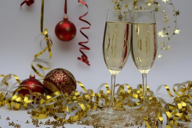 gf-RRha-zvy5-eQ2i_zyczenia-noworoczne-2021-zobacz-gotowe-i-zabawne-wierszyki-na-nowy-rok-664x442-nocrop.jpg